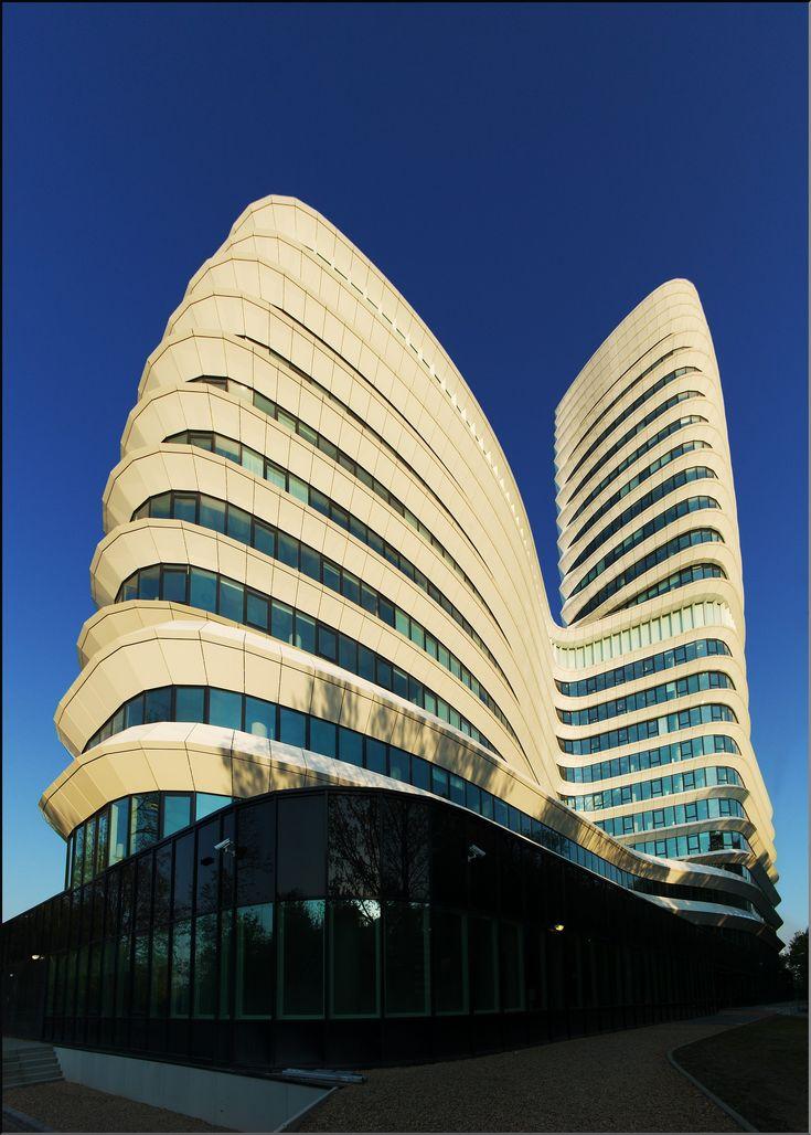 """DUO toren. """"Het cruiseschip"""". Kempkensberg, Groningen. The Netherlands. Huisvesting: Dienst Uitvoering Onderwijs en Belastingdienst."""