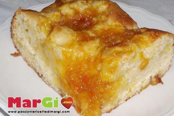 Torta di mele e marmellata di arance, una ricetta facile e veloce da preparare per la domenica. Buonissima ma non pesante, con dosi al cucchiaio.