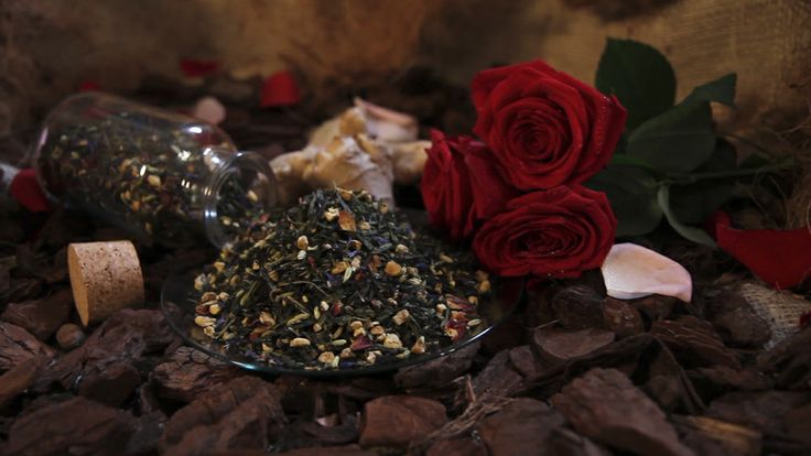 TwisTea Assortment // Ginger Cookie www.twistea.nl #twistea #letstwistea #letstwist #tea #brandnew #pure #label #drink #nature #enjoy #relax #experience #ginger #fennel #cardamom #rose #cornflowers #gingercookie