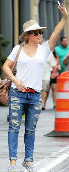 Hilary Duff distressed jeans, white tee, fedora, espadrilles