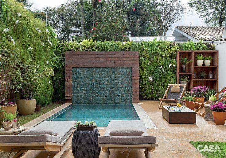 Jardim com piscina e área de estar super aconchegante