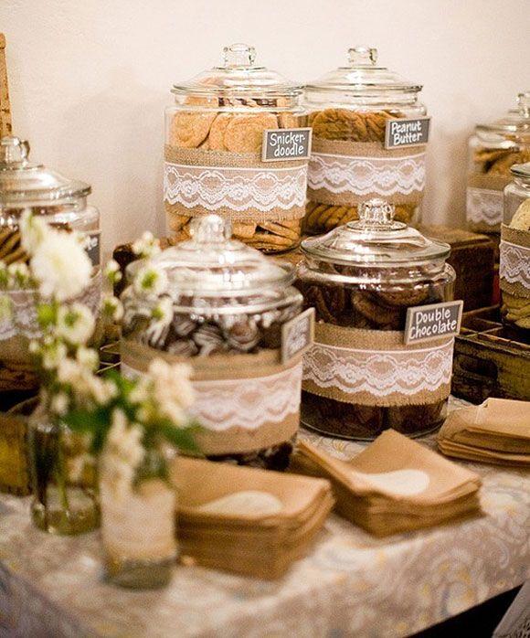 ideas para decorar tu boda con encaje mesas de postre romnticas