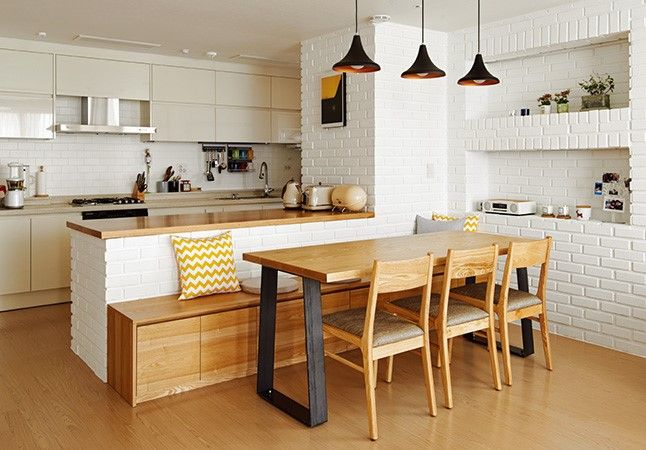 like the throwback look and the pendant lights. Also like the interesting seating with storage divider