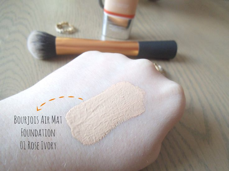 Bourjois 'Air Mat' Foundation Review - Love or Hate? // review and swatch 01 Rose Ivory on LoveWithFireRed