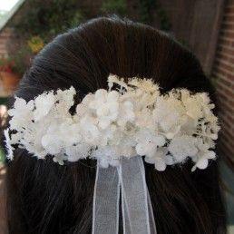 Pasador de mini flores blancas para niña de primera comunión