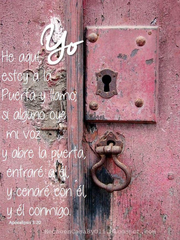 Apocalipsis 3:20 He aquí, yo estoy a la puerta y llamo; si alguno oye mi voz y abre la puerta, entraré a él, y cenaré con él, y él conmigo.♔