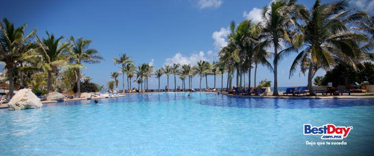 Ubicado frente a una espléndida playa de Cancún, el Grand Oasis #Cancun es un vasto conjunto de edificios en forma piramidal en donde encontrarás entretenimiento de primer nivel, una gastronomía para todos los paladares, así como acogedoras instalaciones. Al hospedarte aquí encontrarás tal variedad de actividades recreativas que no querrás salir del hotel. #BestDay #OjalaEstuvierasAqui