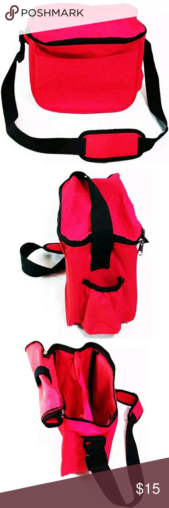 Disc Golf Bag Red Disc Golf Weekender Bag. Lightweight and Easy To Carry Disc Golf Bag with Space For Up To 8 Disc. Front Compartment Allow You To Carry Extras. Adjustable Shoulder Strap. Gently Used, No Rips, No Tears, No Discoloration. Smoke Free Environment. Bags