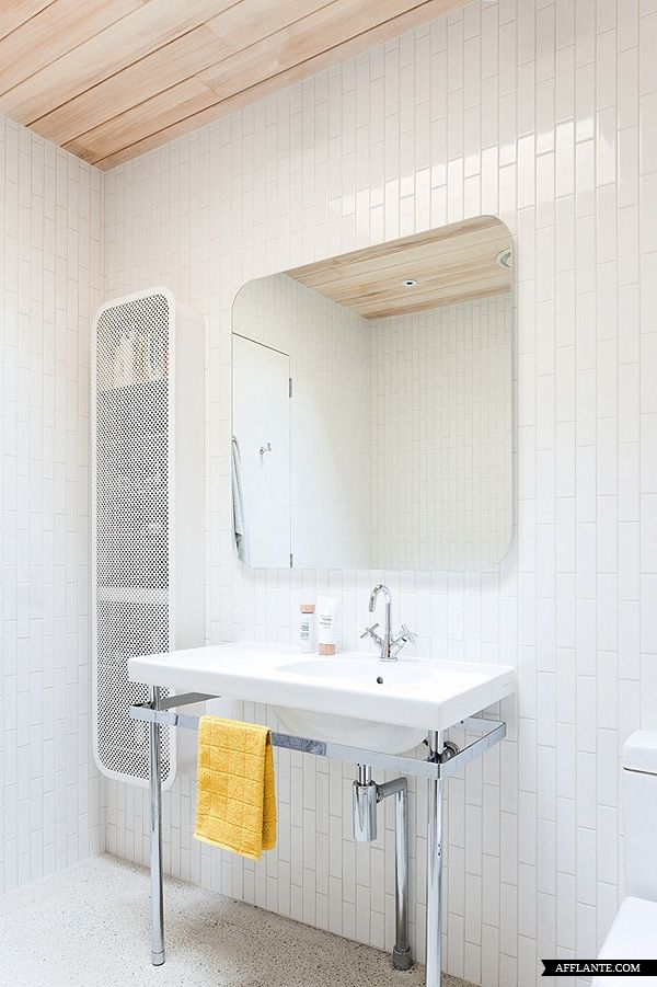 Seamless built in medicine cabinet with opaque glass door architect clare cousins home simple - Sal de bain ...