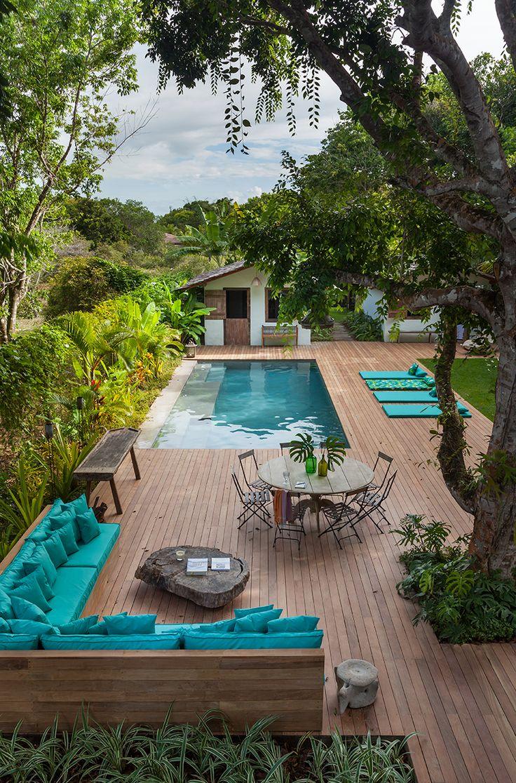 Дизайн двора частного дома: создаем уютное и функциональное пространство своими руками http://happymodern.ru/dizajn-dvora-chastnogo-doma-43-foto/ Просторный двор с бассейном и местом для отдыха в тени