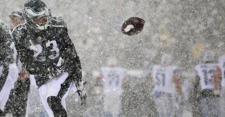 It should snow more often during NFL Sunday football games -- if only for the incredible photos. Eagles-Lions 'SnowBowl' Game.