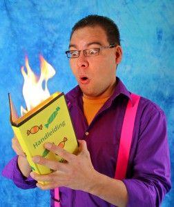 Kindershow Grote Griezels! Kindervoorstelling van kindergoochelaar en verhalenverteller Charly Crama, speciaal geschreven voor Kinderboekenweek 2017 - Griezelen. http://dereizendegoochelaar.nl/kinderboekenweek-2017-kindershow-grote-griezels/