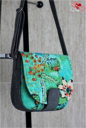 Esta bolsa é mais ou menos parecida com o modelo do post anterior. Tem muitas fotos e moldes à venda AQUI