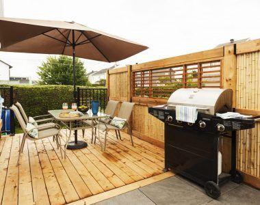 Uniquement ravissant ! La MISSION. Défaire le patio existant, faire une terrasse avec style, en deux palier, intimité, pratique, sécuritaire pour la piscine.