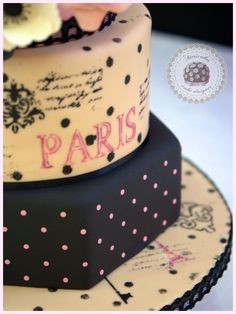tarta de boda, paris, wedding cake, barcelona, mericake, pastel de boda, mon amour, fondant, sugar flowers, sugarcraft, sugar flowers, boda, bridal, rose, rosas, anémonas, dots, polka, stencil, torre eiffel, romantic cake, tarta de pisos, cake designer, cake decorating, tartas barcelona.