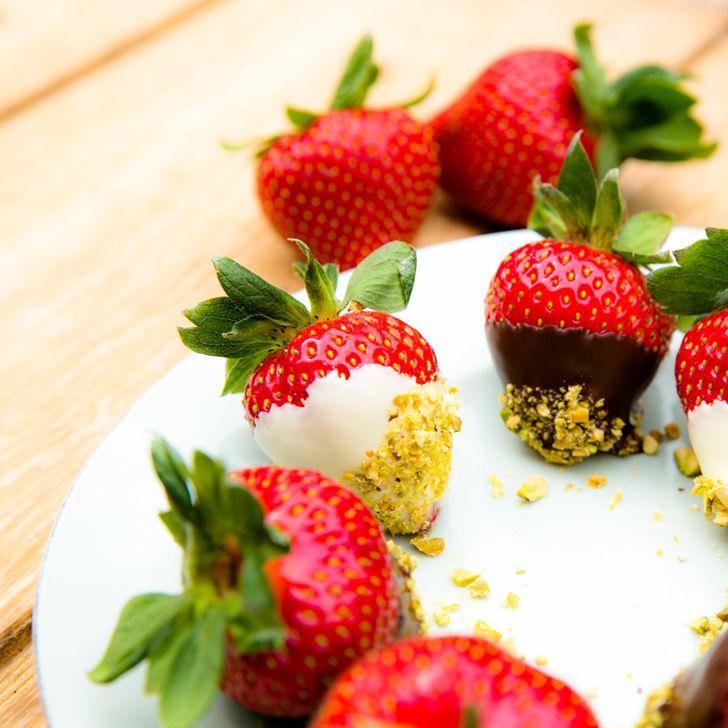 Jordbær med chokolade og nødder