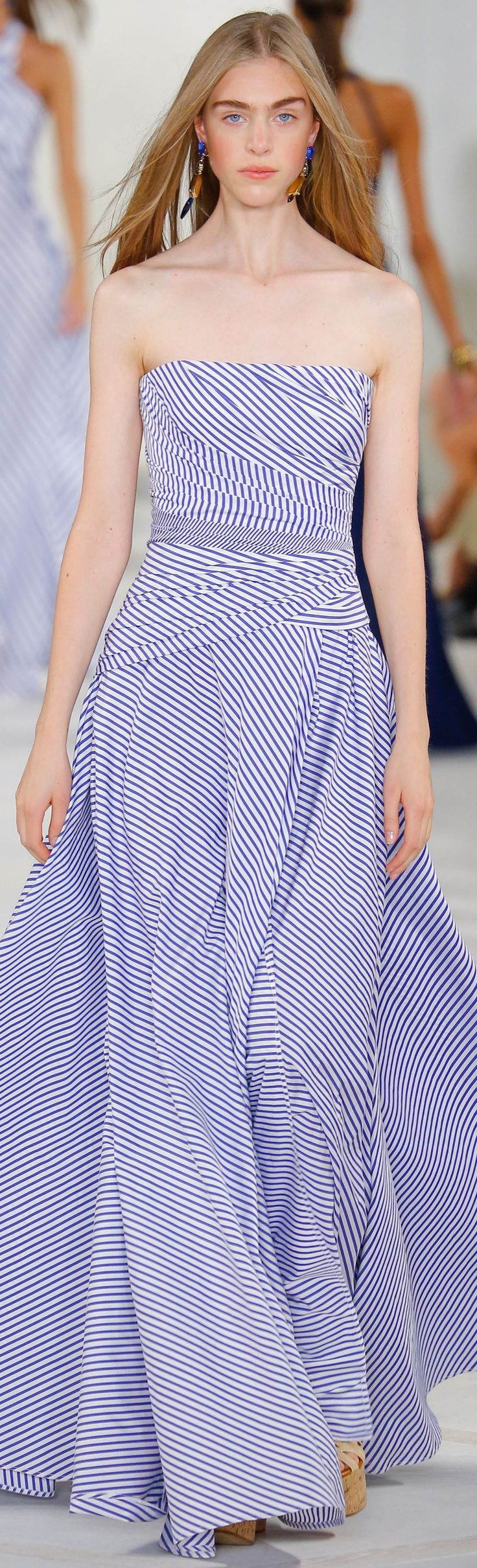 Ralph Lauren Collection Spring 2016: blue-and-white cotton broadcloth  shirting striped gown