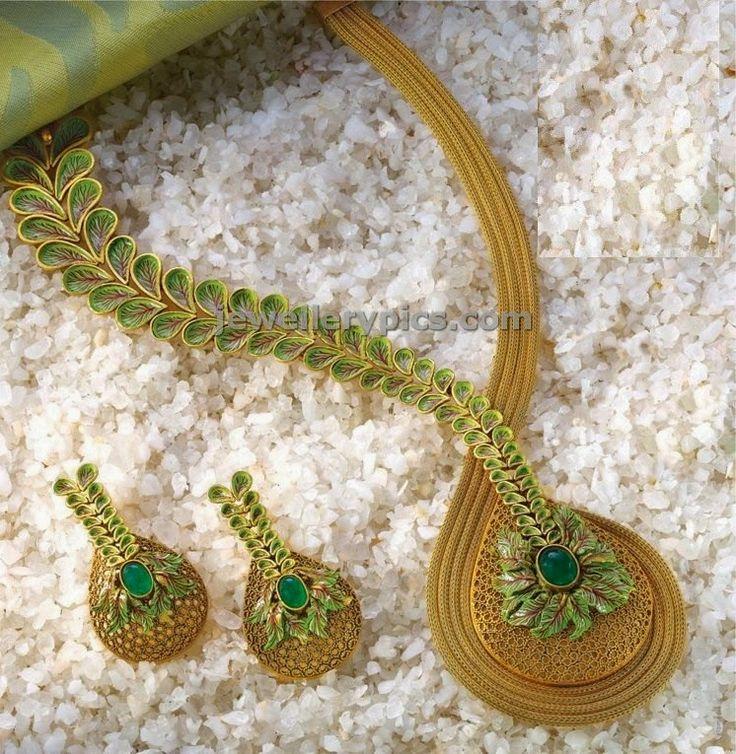 Leaf highlighting gold jewellery set - Latest Jewellery Designs