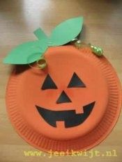easy kids crafts halloween. Get them to paint a paper plate orange, cut out some green paper leaves, paint/draw with black sharpie a face on the pumpkin