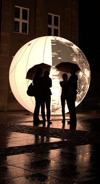Share the glow!      File: Untitled, Globule Ubiquity Vibrations by Bruno Peinado on International Light Festival Skyway'09 in Toruń.jpg
