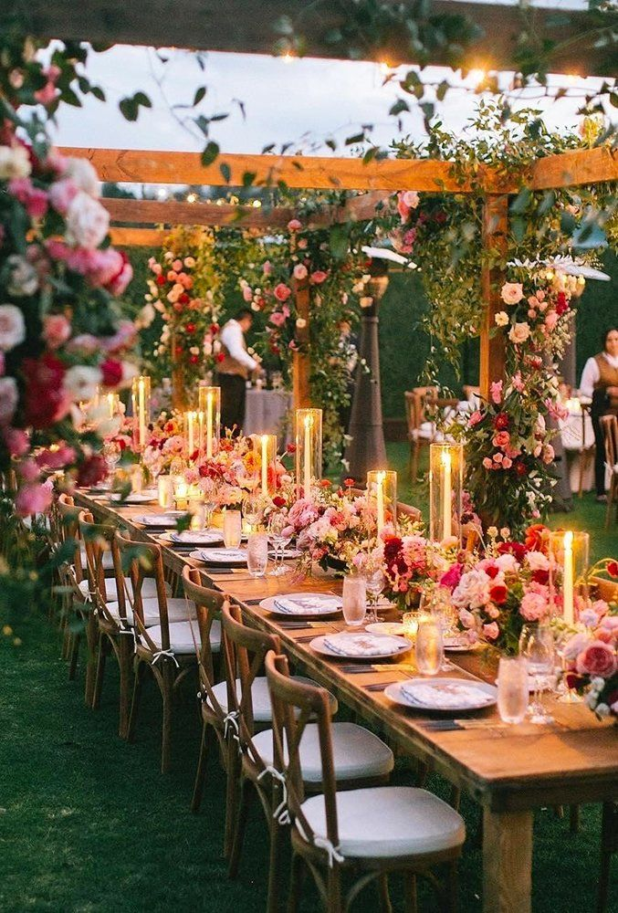 Wedding light could replace flower decor, origami or bunting on your big day. See the best wedding light ideas that we picked for you!
