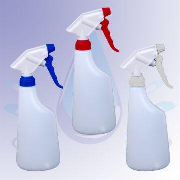 Zelfgemaakte badkamerspray - plantenspuit half water / half schoonmaakazijn + een paar druppels etherische teatree-olie (helpt tegen schimmel) en lavendelolie (voor de lekkere geur)