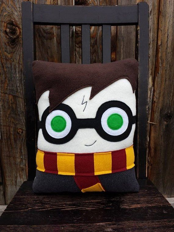 Boy wizard wizard pillow plush cushion Harry by telahmarie on Etsy Harry Potter Diy, Peluche Harry Potter, Harry Potter Bricolage, Diy Xmas Presents, Diy Pillows, Throw Pillows, Sewing Crafts, Sewing Projects, Diy And Crafts