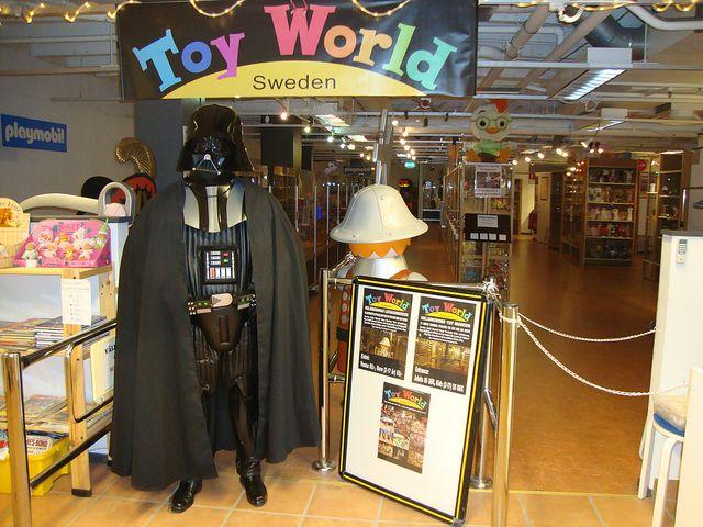 Toy World är ett upplevelse- och leksaksmuseum. En världsunik samling med mer än 10 000 leksaker. Kliv i en fantastisk värld av leksaker allt från tåg och bilbanor, Star Wars, Disney, Barbie, Smurfarna och mycket mer.