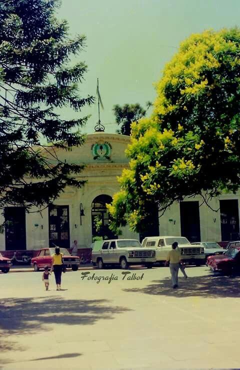 Casa de Gobierno, ciudad de Posadas, Misiones, de una foto del año 1987 - Posadas del Ayer, Facebook - March 2016
