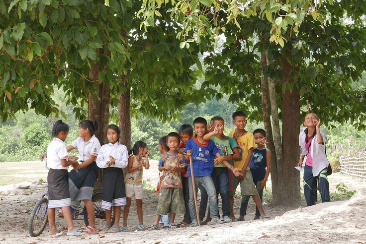 . #Smile 다시 일상으로 돌아왔다. '일상을 여행으로' 라는 말이  요새 더욱 와닿는 말이다. 지금까지 그것을 모르고, 나를 너무 조여왔는지도 모른다. 당연히 힘들때도 많지만, 순간에 느낄 수 있는 행복을  최대한 느끼고 받아들이는 것. 나에게 이것이 지금까지 '일상을 여행으로' 인 것 같다. 결국 난 행복한 사람이야 #웃으면복이와요 . #Lao#PDR#Laos#라오스#외노자#일기 #savannakhet#life#18#lifestyle . #Take#a#picture#photography#pic #nature#snap#portrait#kids #primary#students#life . #일상을여행으로#traveler#travel #여행#여행에미치다#travelgram . http://tipsrazzi.com/ipost/1505817816057942832/?code=BTlvVNWlpMw