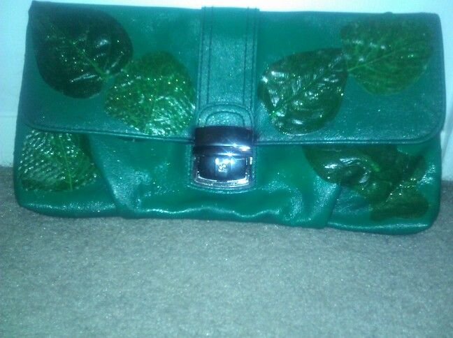 Bag I painted & decorated for poison ivy costume.black clutch spray painted green & hot glued leaves ..viola!