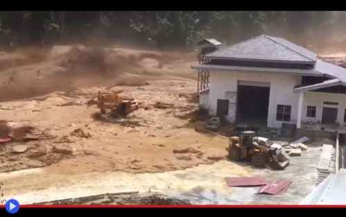 Laos - il dramma della diga che diventa un'onda di marea Ci sono numerosi modi per bloccare il corso di un fiume, con la finalità di generare energia idroelettrica, e tra questi la diga a terrapieno è uno dei più antichi e largamente collaudati. Si prende  #dighe #disastri #laos #sud-estasiatico