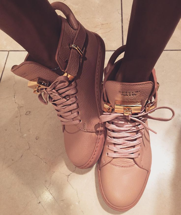 Shoes of the day are my pink #buscemi @buscemi it's like wearing a birkin bag on yo feet, these will be feat in my new shoe haul .... Now all I need is the matching backpack!