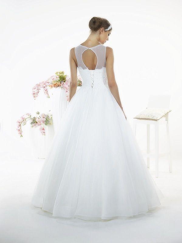 Suknia ślubnaSara Tył z kolekcji White Butterfly firmy Relevance Bridal. Wedding Gown Penelope from White Butterfly Collection from Relevance Bridal. #SuknieŚlubne #SukniaŚlubna #RelevanceBridal #Ślub #OdzieżDamska  #Wedding #WeddingGown #WeddingDress #Womenwear