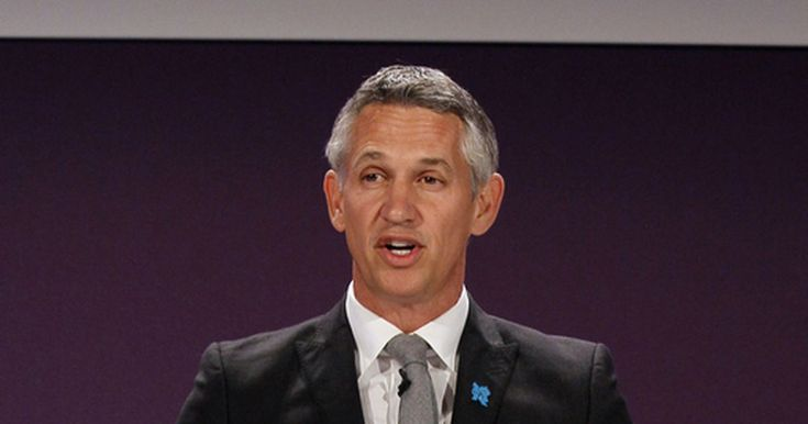 ZURICH (AP)  Former England forward Gary Lineker and Russian sports journalist Maria Komandnaya will present the World Cup draw in Moscow on Dec. 1.