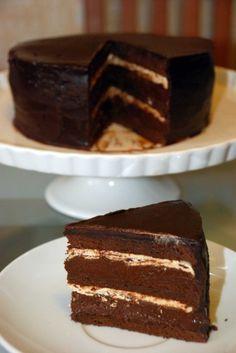 Этот торт по праву считается одним из лучших шоколадных тортов мира: невероятно воздушный шоколадный бисквит без муки в сочетании с кофейным кремом и сливочным…