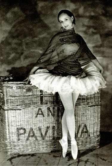 Anna Pavlova, 1927. Theatre Des Champs Elysees, Paris, James Abbe. - Pinned by blocked pinner Deidré Wallace to Dance - Images and Photography - 19.9.2013 - 3 repins 2 likes - http://www.pinterest.com/pin/251568329158673484/