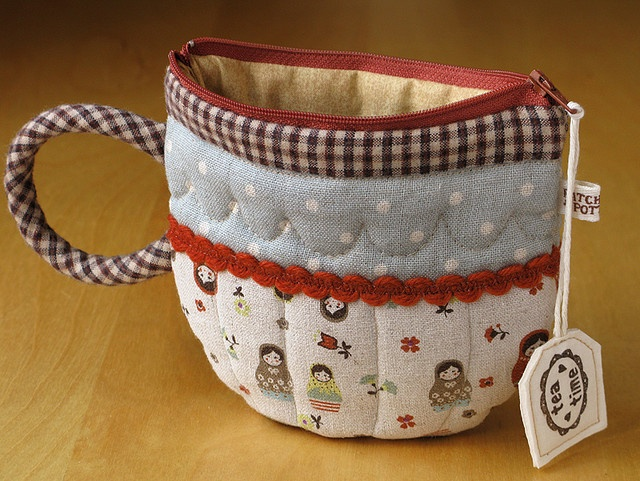TeaCup Pouch. Lovely. By http://patchworkpottery.blogspot.com