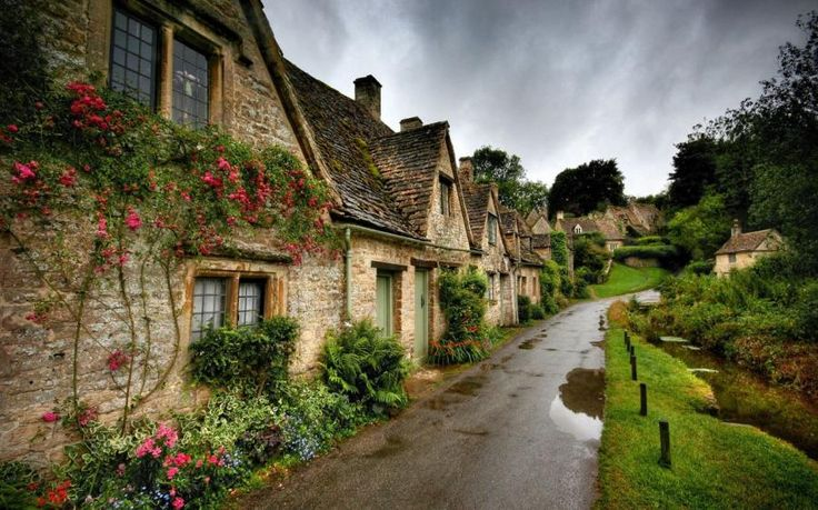 Cotswald- Cute traditional English town on our tour.
