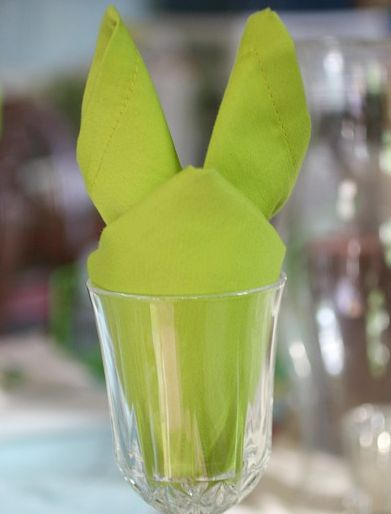 How to fold Easter bunny napkins. Cute!