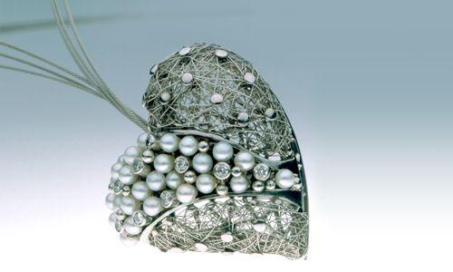 Gyöngyszív / Pearl Heart;  Varga Design /by Hungarian jewelry designer Miklós Varga/