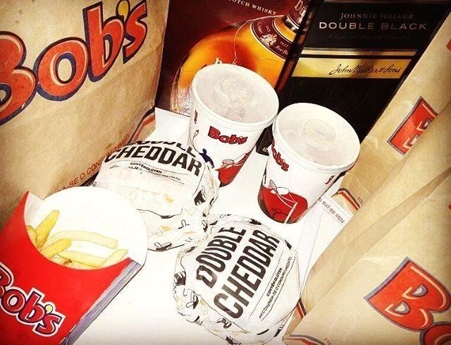"""Link in bio  Follow us  Like us  Tag a friend  #repost by @mauriciofaustinoaloha O que temos pra hoje,segunda-feira?!?! #Bob's ; Gostoso é no Bob's. Um bom drink... Uísque  fifteen years #blend #whiskey #scotland, #dimplewhisky #dubleblack #jhonywalker #milkshake #ovomaltine #batatafritapode #burguer #bobs #fastfood """"Um brinde aos bons momentos""""  #obrigadodeus ☝    #dimplescotch #dimple #dimplewhisky #whisky #whiskey"""