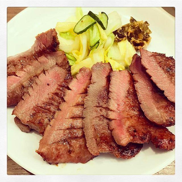 * 昼から肉を食べて幸せ〜💕😋 . #牛タン#牛タン定食 #肉#肉好き #美味い #ランチ#昼ご飯 #旦那と昼ご飯#外食