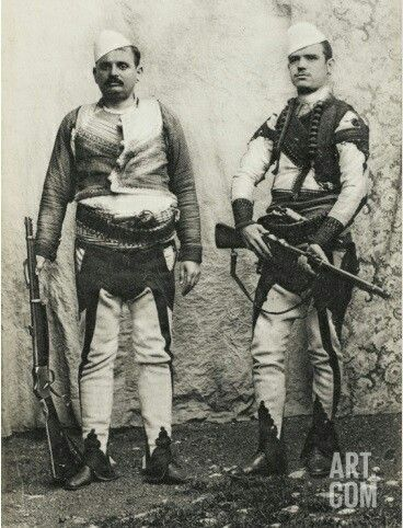Two armed Albanians in Salonica/Thessaloníki (northern Greece), ca. 1900.