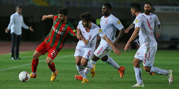 PTT 1. Lig'de son 3 haftaya girilirken Karşıyaka'nın ligde tutunma yolunda verdiği olağan üstü mücadele devam ediyor.