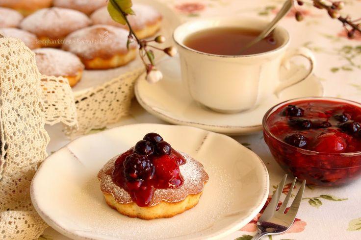 ...konyhán innen - kerten túl...: Erdei gyümölcsös-vaníliás tortácskák