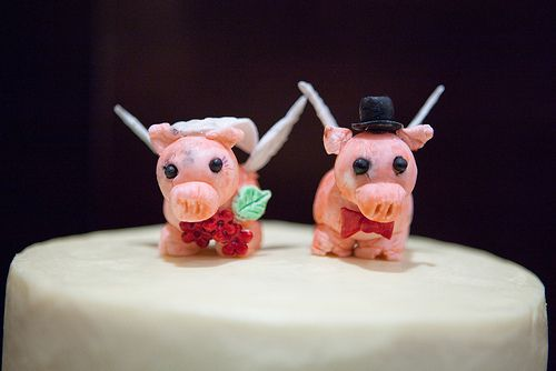 married pigs: Flyingpig Couple, Flying Pigs, Pigs Flying, Pigs Couple, Mondays Montages, Cakes Toppers, Marry Pigs, My Wedding, Cake Toppers