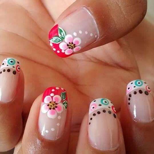 uñas frances rojo y blanco flores y puntos