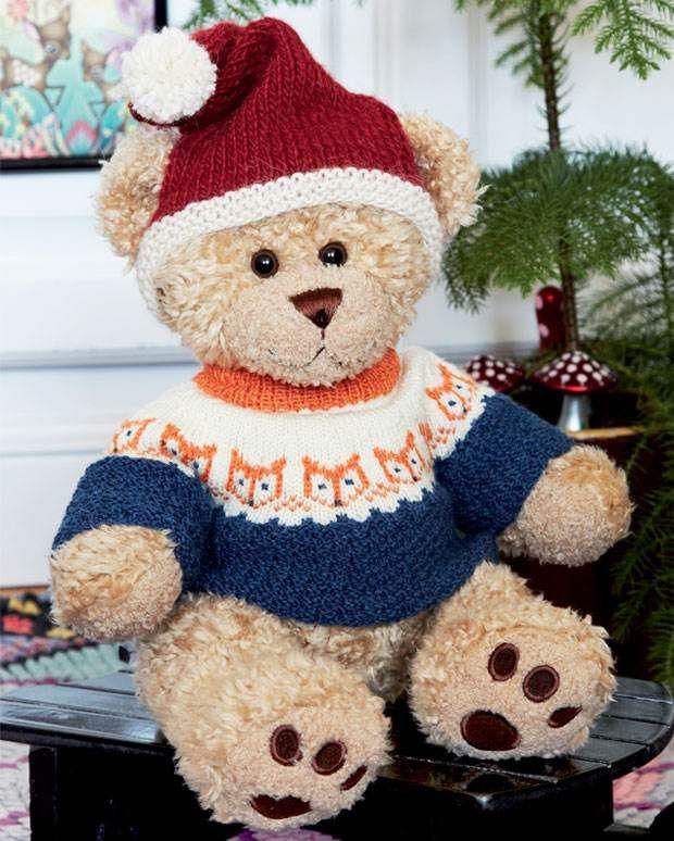 Build-a-bear bamsen skal da også have en lun sweater med trendy rævemotiv og en fin nissehue.