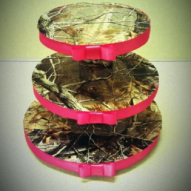 Hot Pink & Camo Cupcake Tower - love this with the hot pink, tho not so sure about the bows
